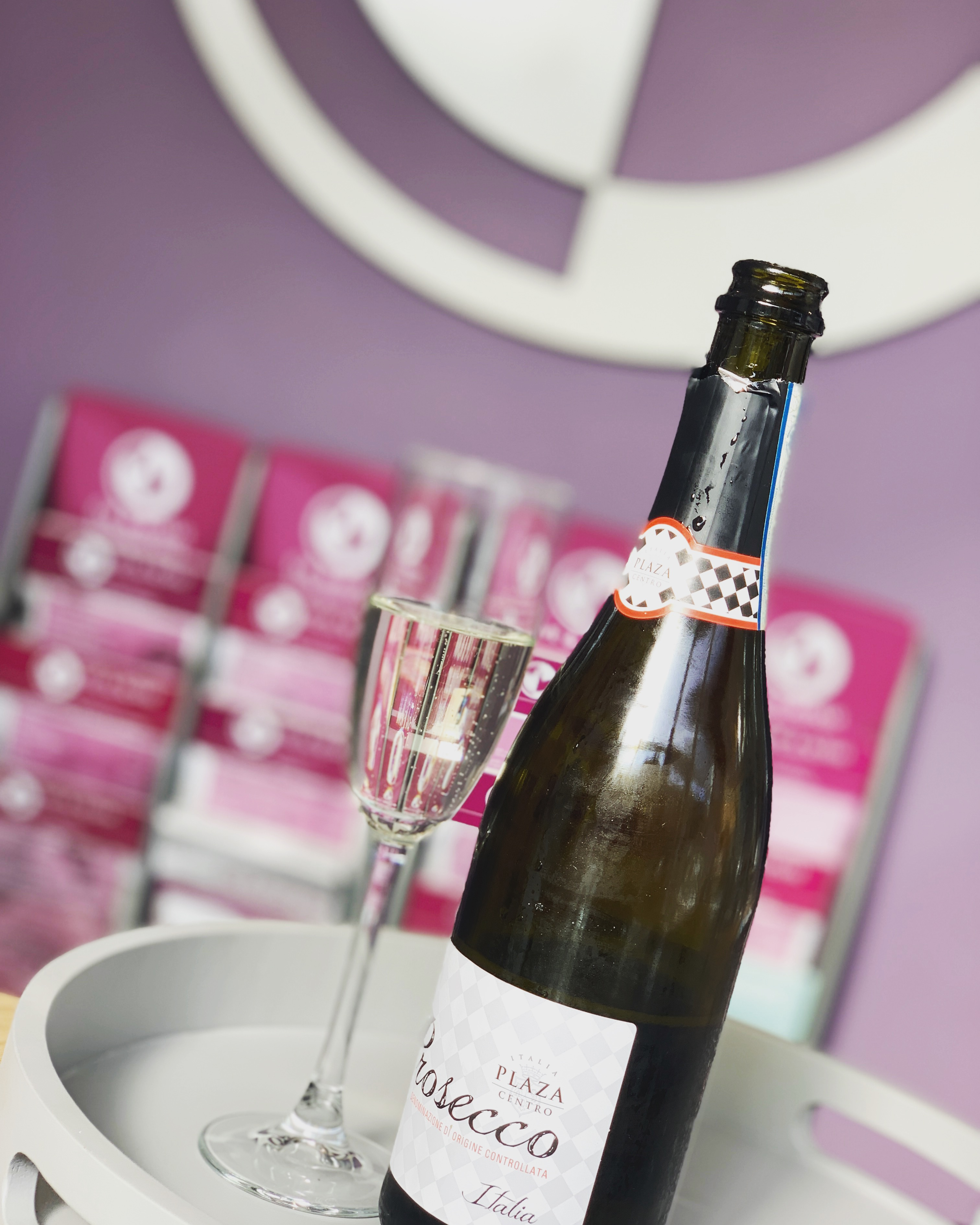 FRIYAY FIZZ - every Friday at the salon